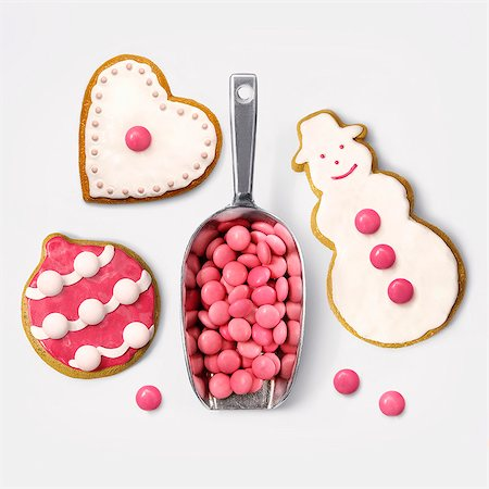 dessert - Christmas cookies decorated with pink Smarties Stock Photo - Rights-Managed, Code: 825-07522992