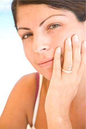 ring hand woman - Young Woman Resting Chin on Hand Stock Photo - Rights-Managed, Code: 822-05554411