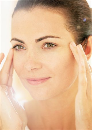 personal care - Smiling Woman with Hands on Face, Close-up view Stock Photo - Rights-Managed, Code: 822-05554434