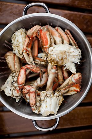 delicious - Pieces of Dungeness Crab Draining in Colander Stock Photo - Rights-Managed, Code: 822-05948699