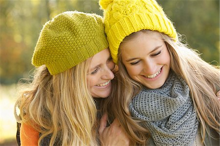 daughter middle-aged mother women young adults - Portrait of Mother and Daughter Smiling Stock Photo - Rights-Managed, Code: 822-06702374