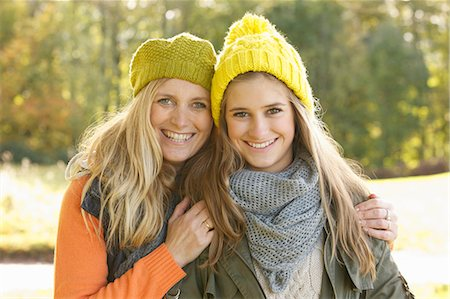daughter middle-aged mother women young adults - Portrait of Mother and Daughter Smiling Stock Photo - Rights-Managed, Code: 822-06702390