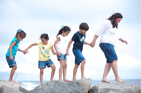 five - Family Walking on Rocks by Sea Holding Hands Stock Photo - Rights-Managed, Code: 822-06702483
