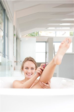 personal care - Woman in Bathtub Shaving Legs Stock Photo - Rights-Managed, Code: 822-07562668
