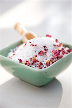 Close up of a ceramic bowl filled with bath salts and petals Stock Photo - Rights-Managed, Code: 822-02739011