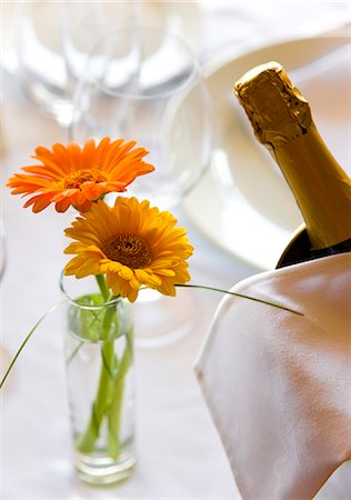 Close up of a vase with flowers and champagne bottle on a restaurant table Stock Photo - Rights-Managed, Code: 822-03161830