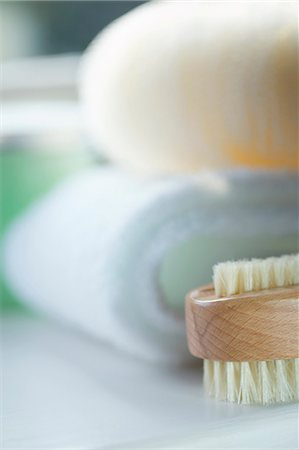 puff - Close up of a wooden fingernail brush Stock Photo - Rights-Managed, Code: 822-03406932