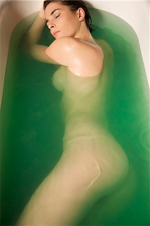 Portrait of a nude woman taking a bath Stock Photo - Rights-Managed, Code: 822-03407015