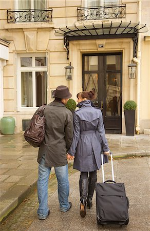 Back view of a couple walking and holding suitcases Stock Photo - Rights-Managed, Code: 822-03485210
