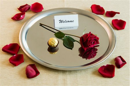 flower greeting - Close-up of a rose with sweet food and welcome note in a plate Stock Photo - Rights-Managed, Code: 837-02378689