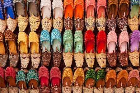 photograph - Traditional Shoes For Sale In Market; Dubai, United Arab Emirates Stock Photo - Rights-Managed, Code: 832-08007659
