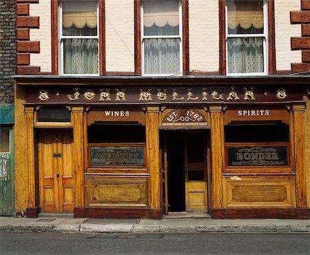 saloon - Mulligans Pub, Poolbeg Street, Dublin, Ireland Stock Photo - Rights-Managed, Code: 832-02254670