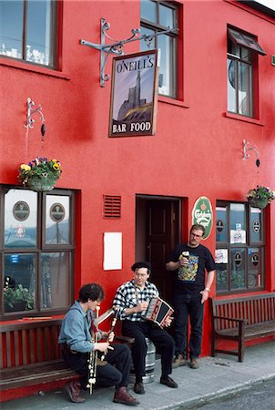 saloon - Co Cork,Ireland;Traditional Musicians Outside O'neill's Pub Stock Photo - Rights-Managed, Code: 832-03640403