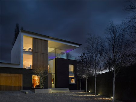 Pond and Park House, Dulwich, London. Night exterior general view of modern three-storey house with full-length windows and minimalist garden. Architects: Stephen Marshall Stock Photo - Rights-Managed, Code: 845-05837719