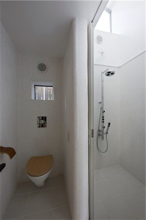 Ya-Chi-Yo, cottage gallery, View of the toilet and shower. Architects: Yasuhiro Yamashita-Atelier Tekuto Stock Photo - Rights-Managed, Code: 845-05839499