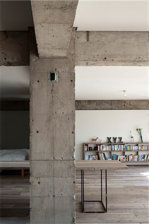 Sakura flat, Private House, Detail of concrete column and beams in modern openplan home concrete column. Architects: Hitoshi Wakamatsu Architect and Associates Stock Photo - Rights-Managed, Code: 845-05839501