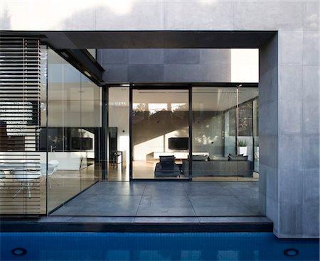 Modern house with water feature, Hertzelia, Tel Aviv District, Israel. Architects: Pitsou Kedem Stock Photo - Rights-Managed, Code: 845-06008146
