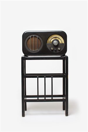 Ekco AC85 Radio Receiver and Stand, 1934, manufactured by E.K.Cole Ltd. Designer: Serge Chermayeff Stock Photo - Rights-Managed, Code: 845-06008230