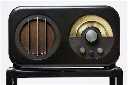 Ekco AC85 Radio Receiver and Stand, 1934, manufactured by E.K.Cole Ltd. Designer: Serge Chermayeff Stock Photo - Rights-Managed, Code: 845-06008231