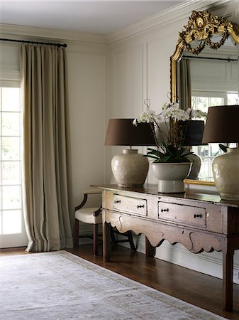 Antique console with gilded mirror and matching lamps in Shelley Morris Designed Colonial style residence in New Canaan, Connecticut, USA Stock Photo - Rights-Managed, Code: 845-07561499