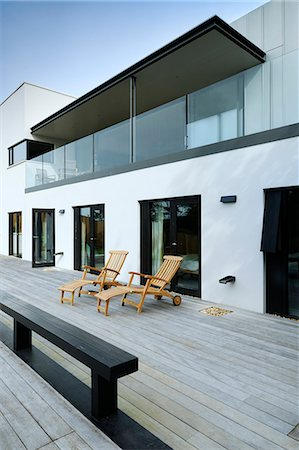 Exterior decking and balcony, Tresithney, Cornwall, UK. Architects: Architects: Stan Bolt Architect Stock Photo - Rights-Managed, Code: 845-07584989