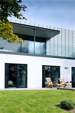 Exterior looking across the deck to the balcony, Tresithney, Cornwall, UK. Architects: Architects: Stan Bolt Architect Stock Photo - Rights-Managed, Code: 845-07584981