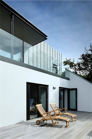 Exterior looking along the deck and to the balcony and the exterior staircase, Tresithney, Cornwall, UK. Architects: Architects: Stan Bolt Architect Stock Photo - Rights-Managed, Code: 845-07584982