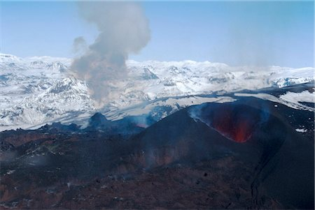 simsearch:845-03720933,k - Erupting Eyjafjallajokull volcano and newly-built cinder cone, Southern Iceland Stock Photo - Rights-Managed, Code: 845-03552830