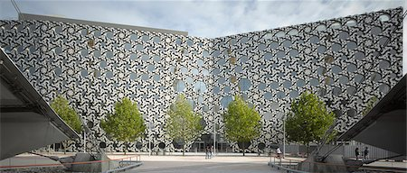Ravensbourne College, Peninsula Square, Greenwich Peninsula, Bromley, London. Ceramic facade. Architects: Foreign Office Architects Stock Photo - Rights-Managed, Code: 845-03721377
