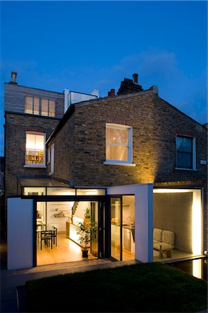 Exterior dusk shot from garden, Wandsworth, London. Architects: Luis Treviño Fernandez Stock Photo - Rights-Managed, Code: 845-03777309