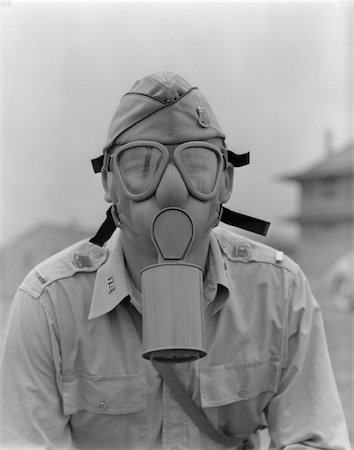 1940s - 1942 MAN SOLDIER ARMY LIEUTENANT WEARING A GAS MASK Stock Photo - Rights-Managed, Code: 846-05645859