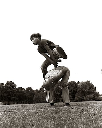 1970s PAIR OF BOYS OUTSIDE IN FIELD PLAYING LEAPFROG Stock Photo - Rights-Managed, Code: 846-05646070