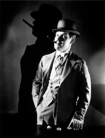 1920s - 1930s CON MAN WEARING BOWLER HAT OPERATING SHELL GAME SMOKING CIGAR Stock Photo - Rights-Managed, Code: 846-05646167