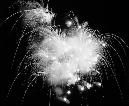FIREWORKS EXPLODING IN NIGHT SKY Stock Photo - Rights-Managed, Code: 846-05646323
