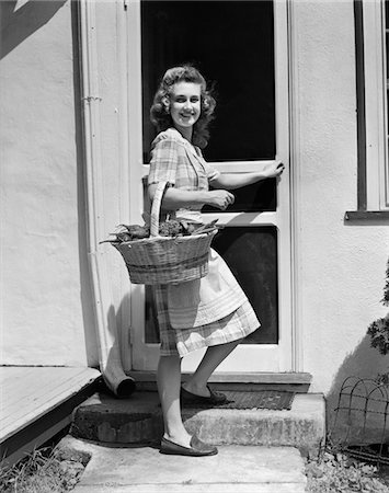1940s WOMAN WEARING PLAID DRESS APRON FARMHOUSE SCREEN DOOR HOLDING BASKET VEGETABLES Stock Photo - Rights-Managed, Code: 846-05646358