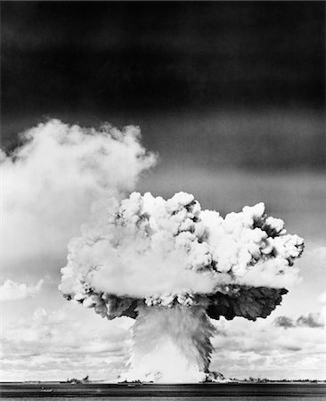1940s - 1950s ATOMIC BOMB EXPLOSION MUSHROOM CLOUD Stock Photo - Rights-Managed, Code: 846-05646462