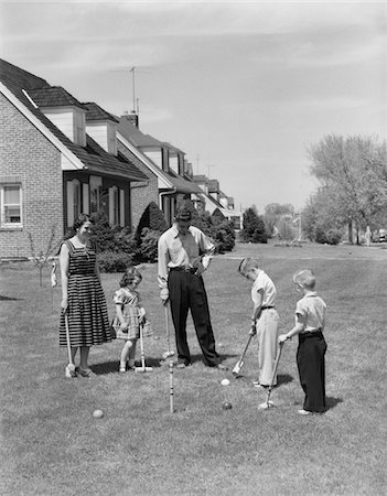 1950s FAMILY MOTHER FATHER 3 CHILDREN PLAYING CROQUET FRONT LAWN SUBURBAN HOME Stock Photo - Rights-Managed, Code: 846-05646570
