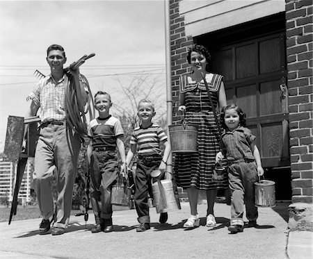 1950s FAMILY MOTHER FATHER 3 CHILDREN HAPPY SMILING CARRYING GARDENING HOME IMPROVEMENT TOOLS Stock Photo - Rights-Managed, Code: 846-05646573