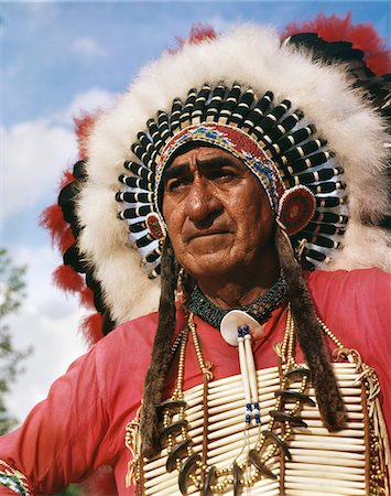 PORTRAIT OF SIOUX INDIAN CHIEF BIG CLOUD HEADDRESS NATIVE AMERICAN OUTDOOR Stock Photo - Rights-Managed, Code: 846-05647060
