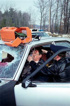 dangerous accident - POLICE OFFICER ADMINISTERING OXYGEN TO ACCIDENT VICTIM Stock Photo - Rights-Managed, Code: 846-05647183