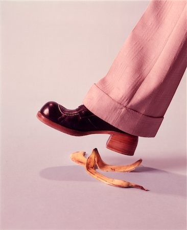 dangerous accident - 1970s MAN ABOUT TO SLIP ON BANANA PEEL Stock Photo - Rights-Managed, Code: 846-05647397