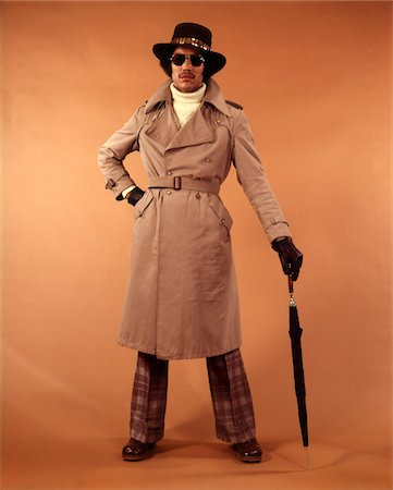1970s AFRICAN-AMERICAN YOUNG MAN FASHION TRENCH COAT HAT SUNGLASSES DUDE COOL HIP CLOTHES Stock Photo - Rights-Managed, Code: 846-05647400