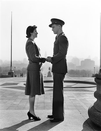 silhouette black and white - 1940s COUPLE MAN WOMAN HOLDING HANDS STEPS PHILADELPHIA ART MUSEUM Stock Photo - Rights-Managed, Code: 846-05647653