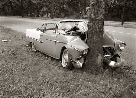 dangerous accident - 1950s CONVERTIBLE CRASHED HEAD-ON INTO A TREE OUTDOOR Stock Photo - Rights-Managed, Code: 846-05647687
