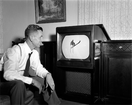 1940s - 1950s SMILING MAN AT HOME WATCHING SPORTS PROGRAM ON TELEVISION Stock Photo - Rights-Managed, Code: 846-05648006