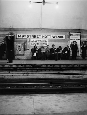 1930s MEN AND WOMEN WAITING FOR SUBWAY TRAIN 149th STREET MOTT AVENUE BRONX NEW YORK CITY Stock Photo - Rights-Managed, Code: 846-05648040