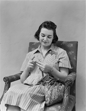 1930s - 1940s BRUNETTE WOMAN KNITTING SITTING IN ARMCHAIR Stock Photo - Rights-Managed, Code: 846-05648154