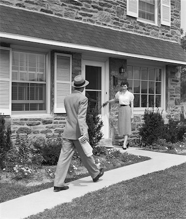 1950s MAN COMING HOME DOWN SIDEWALK WOMAN WAITING AT DOOR Stock Photo - Rights-Managed, Code: 846-05648267