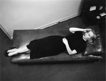 1950s WORRIED WOMAN HAND TO FOREHEAD SEEN FROM ABOVE LYING DOWN ON PSYCHIATRIST THERAPY COUCH Stock Photo - Rights-Managed, Code: 846-05648353