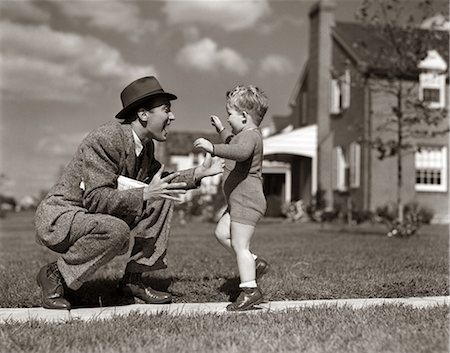 1940s FATHER GREETING SON RUNNING TOWARDS HIM ON SIDEWALK Stock Photo - Rights-Managed, Code: 846-06111998